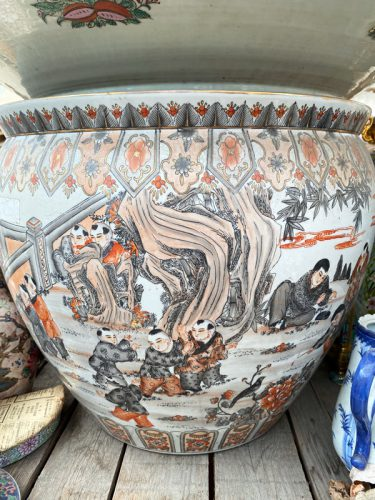 Fishbowls und Vasen in der Gartenwelt