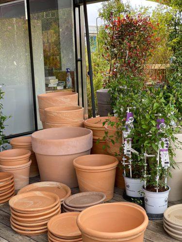 Töpfe und Pflanzgefäße in der GARTENWELT